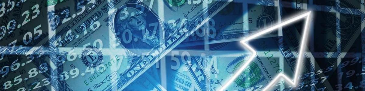 Als u een Internationaal handelend bedrijf bent dan kan het zijn dat u te maken heeft met het omrekenen van valuta. Als u producten of diensten importeert uit of exporteert naar een land buiten de Eurozone ontvangt u vaak een factuur in de valuta van dit land en krijgt u te maken met de wisselkoers / valutakoers. Wat is een valuta? Ieder land heeft een officieel geldig betaalmiddel, de eigen valuta. Zo kennen wij de Euro (EUR). In Amerika wordt de Amerikaanse Dollar gebruikt (USD), in Engeland de Britse Pond (GBP), in Japan de Japanse Yen (JPY) en ga zo maar door. Elke officiële valuta van een land heeft een eigen ISO code en wordt opgenomen in de ISO 4217 lijst. Zie hier de lijst van alle valuta per land. Eigen en vreemde valuta De valuta van het eigen land noemen we de 'eigen valuta'. De valuta uit het buitenland wordt de 'vreemde valuta' genoemd. Doordat er verschillende valuta in de wereld bestaan maken we bij internationale handel gebruik van wisselkoersen / valutakoersen. Door gebruik te maken van de wisselkoers / valutakoers kunt u vreemde valuta omrekenen naar de eigen valuta en andersom. Een valuta omrekenen naar een andere valuta Als uw organisatie betalingen ontvangt uit een land met een andere valuta of zelf betalingen uitvoert naar een land buiten de Eurozone krijgt u te maken met het omrekenen van valuta. Om de waarde van de andere valuta uit te drukken in Euro's maakt u hiervoor gebruik van de wisselkoers die hoort bij de valuta. Denk hierbij aan de wisselkoers EUR/USD of EUR/GBP. Wat is de juiste wisselkoers. Om een bedrag in vreemde valuta te kunnen omrekenen zijn er 2 dingen belangrijk 1. De hoofdsom (in de eigen of in de vreemde valuta) 2. De wisselkoers of valutakoers. Het is belangrijk dat u weet welke wisselkoers u moet gebruiken, in welke valuta is de hoofdsom. Is dit de eigen valuta of de vreemde valuta? En moet u dan delen of vermenigvuldigen? De wisselkoers of valutakoers bestaat uit de basis valuta en de handelsvaluta. In het geval van de 